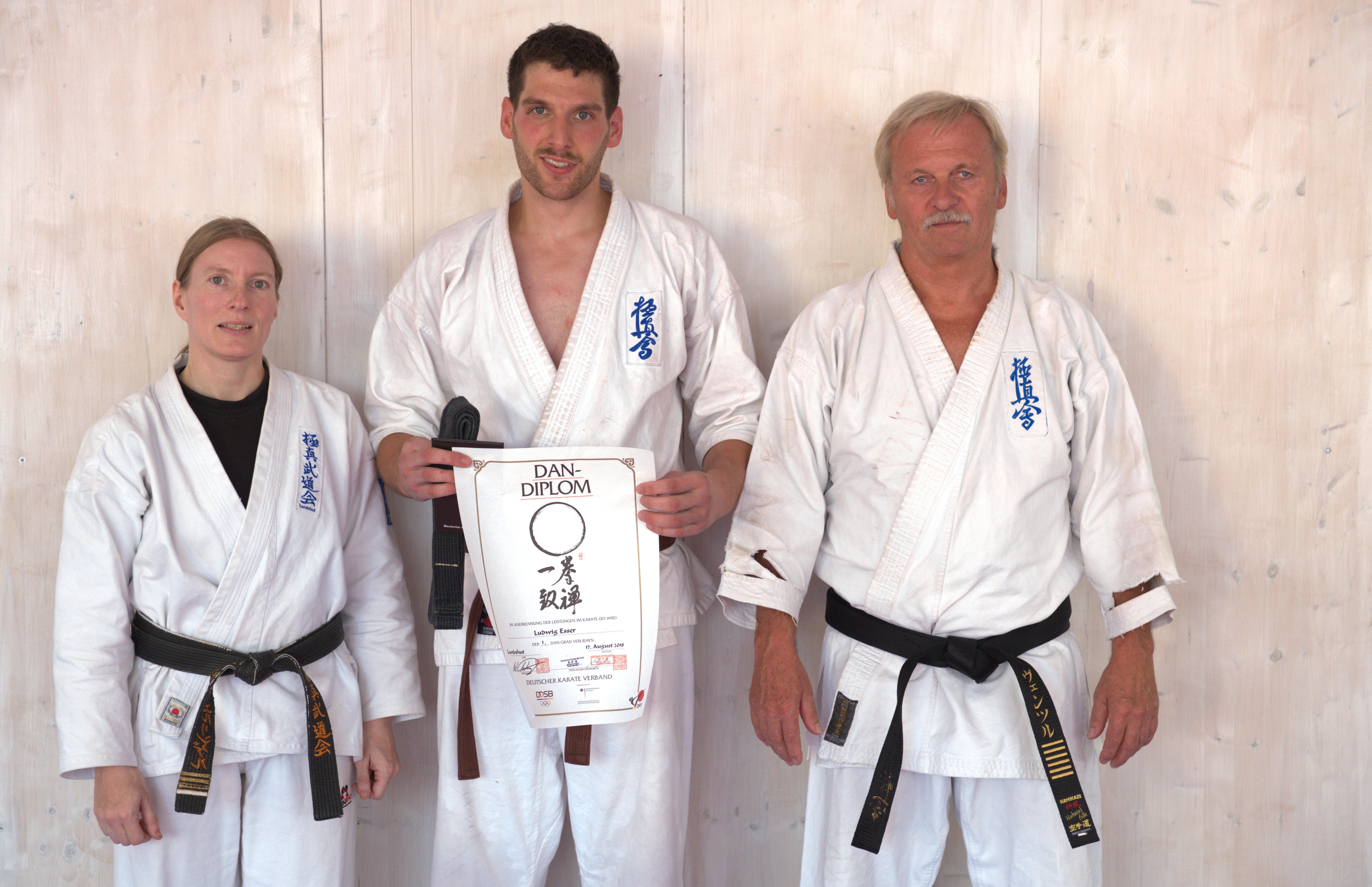 Erfolgreiche Dan-Prüfung Karate