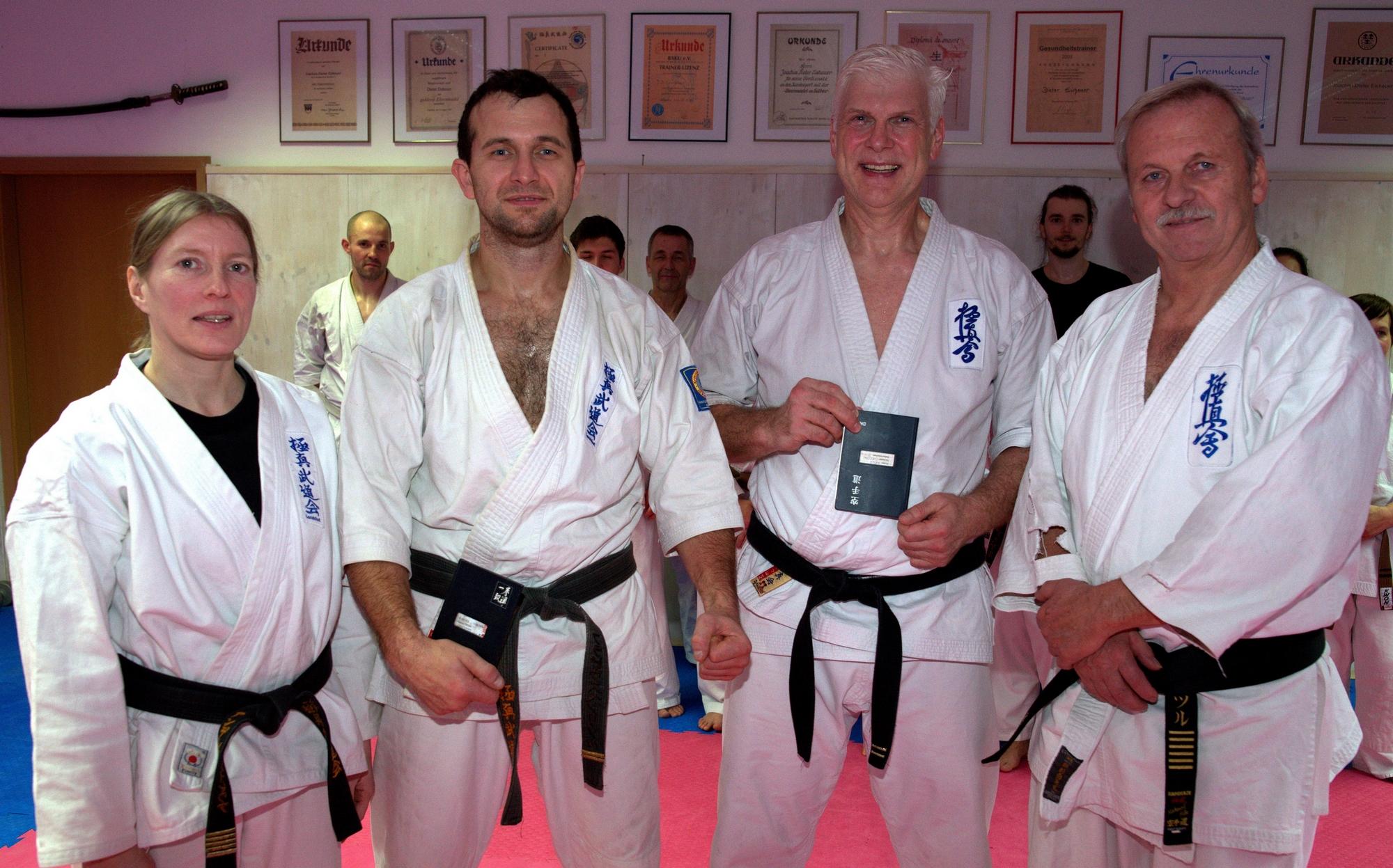 Christian Kirsch besteht Prüfung zum 3. DAN Karate